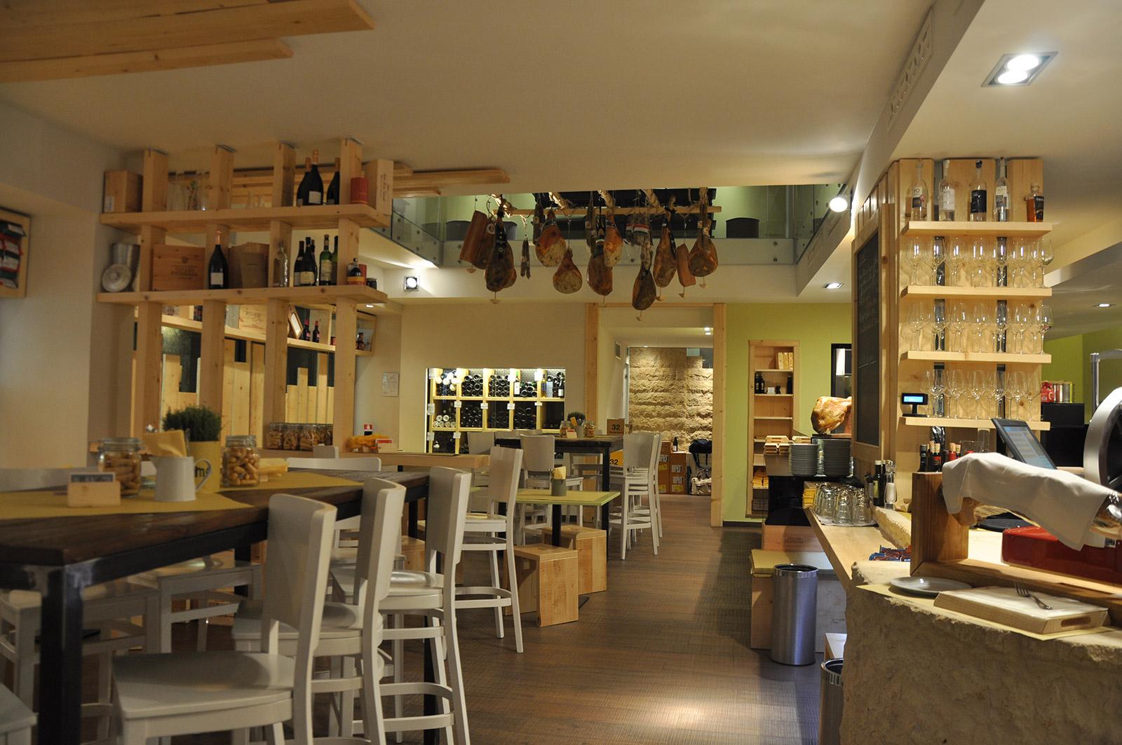 Arredamenti per enoteche trattorie ristoranti e alberghi for Arredamenti per locali commerciali