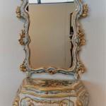 Art Pm57 Comoncino Con Specchiera In Legno Intagliato E Decorato Stile Barocco Veneziano